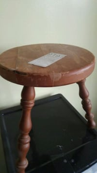 Antique milking stool Kingston, K7M 4K5