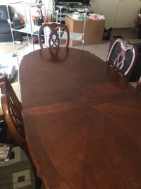 brown wooden table and chairs Gaithersburg, 20877