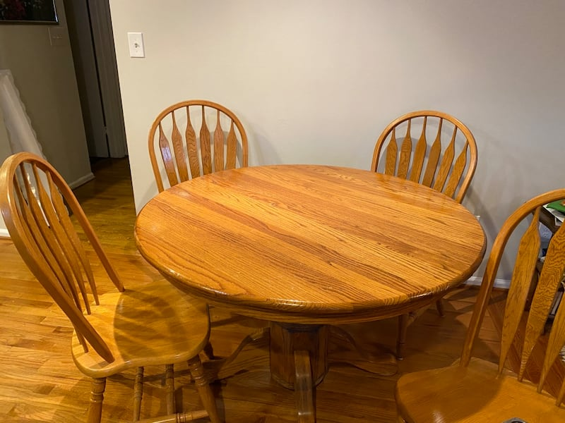 Oak Kitchen Table and Chairs 4e20231d-8d9f-4aa3-bdd4-df2d69a04bed