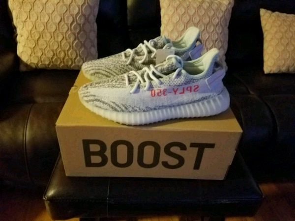cc051add1 Used pair of white Adidas Yeezy Boost 350 V2 with box for sale in San  Francisco - letgo