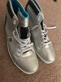 DC shoes 10.5 in mens (BRAND NEW)