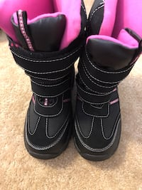 Black and pink size 2 girls snow boots