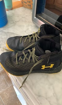 Youth steph curry sneakers size 7 Newark, 19702