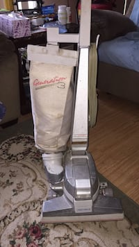 White and gray upright vacuum cleaner Wauchula, 33873