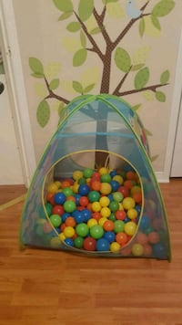 Ball pit tent and balls  Angus, L0M 1B3