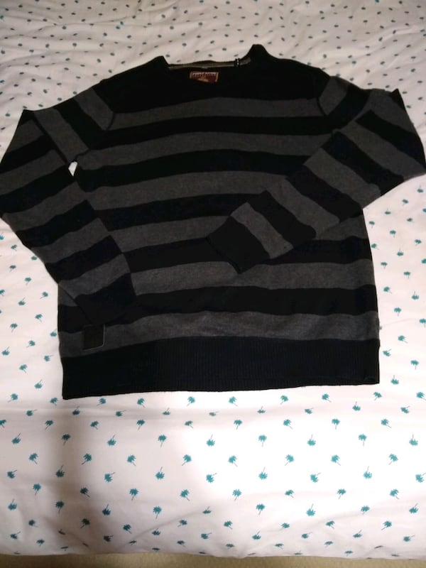 Men's sweaters size medium 24e10cf8-195a-4e35-83b5-c6b92da6b8fe