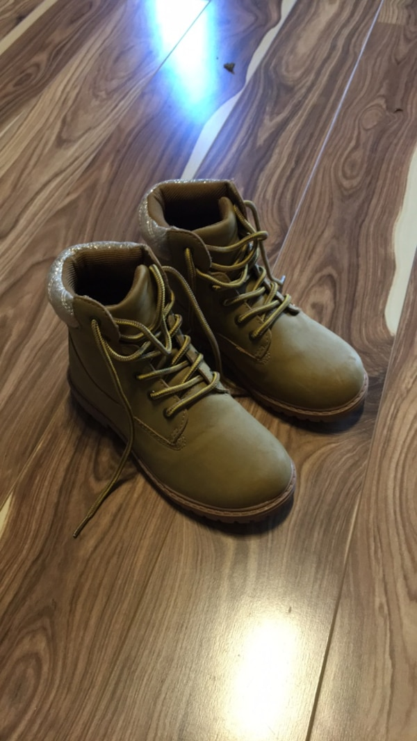 Girls NEW boots - size EUR 30/ US 12