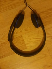 black and blue corded headset Oromocto, E2V 0C4
