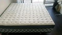 king size bed. very new Toronto, M5J 0C3