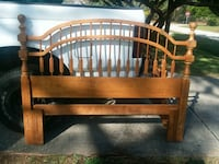 Solid wood bed...vintage style, era Wilmington, 28403