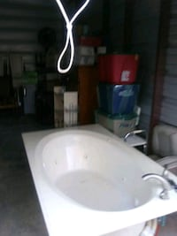 6 ft whirlpool tub with 6 month old delta faucet and pump for tub