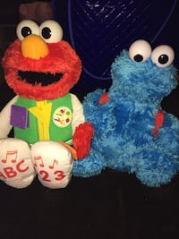 Elmo and Cookie Monster Interactive Toys (Pick Up) Tanner, 35671