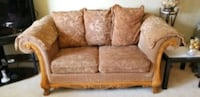 3 piece sofa set comes with cushions.
