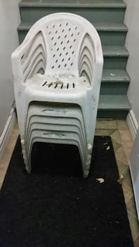 white and black plastic chairs Longueuil, J4K 2W6