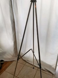 Aluminum easel folds and collapsible