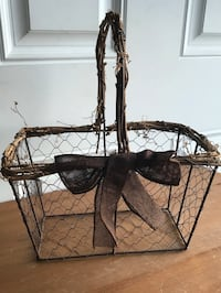 Chicken Wire/Twig Farmhouse Basket Hagerstown, 21742