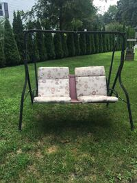 Swing with cushion no top but swings great no rust  Worcester, 01606