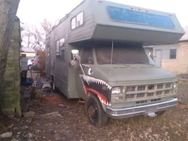 GMC RV solid engine runs and drives 3 separate beds  (2 couch' convert