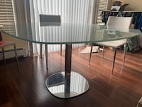 Modern dining/kitchen table plus 4-6 chairs North Vancouver, V7N 3B3
