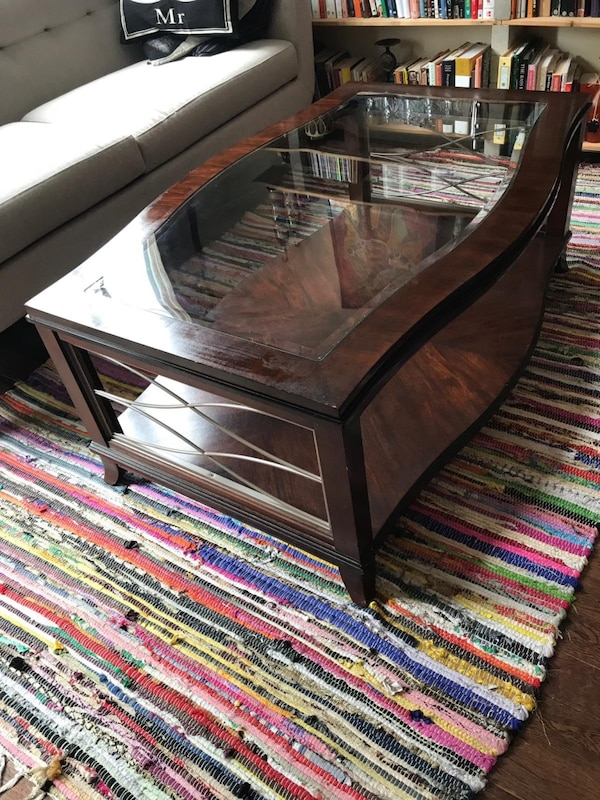 Hardwood and glass coffee table e6ec68c3-4b1e-49b7-aa95-7c7f59192158