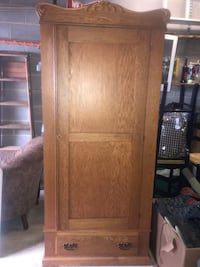 Antique Oak Wardrobe. In excellent condition.   Falls Church, 22042