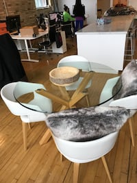 Table + Chairs for sale (nearly brand new) TORONTO
