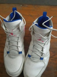 pair of white-and-blue Nike basketball shoes Scotia, 12302