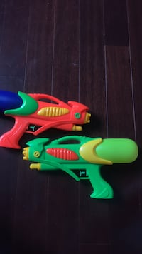 Set of 2 water guns