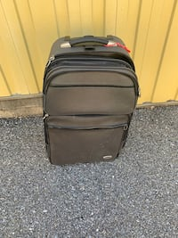 Large suitcase Sykesville, 21784