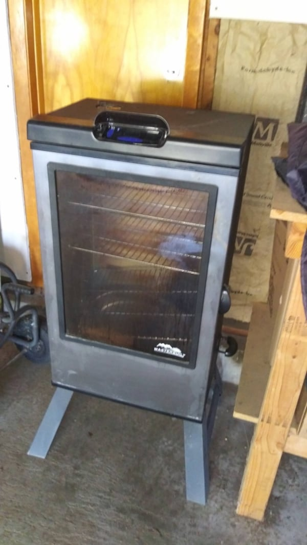 Master built electric smoker with cover and manual ONLY USED ONCE f111cea5-c48e-4805-8a29-632d8fca91f8