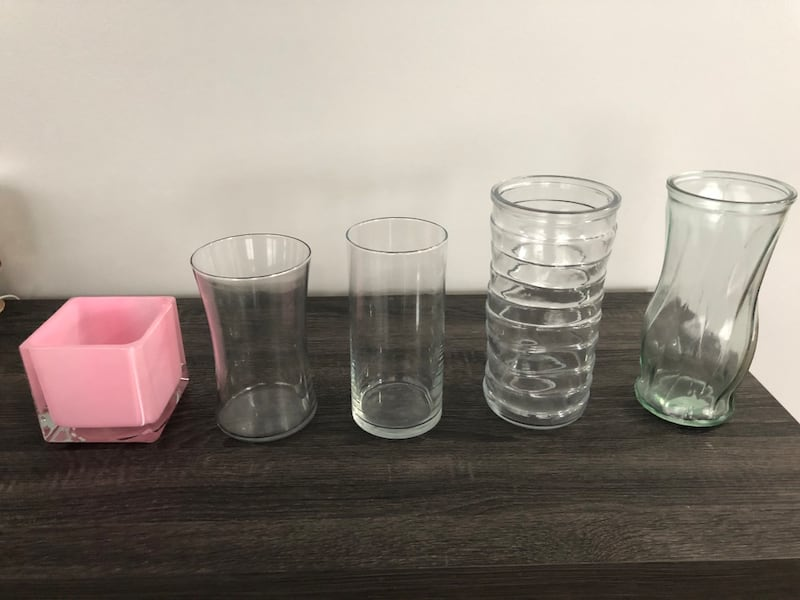 10 Glass vases assorted heights 651992d6-04c4-4919-9573-ee68533e80f7