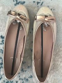 Sparkling flat shoes 7 Richmond, V6X 2A2