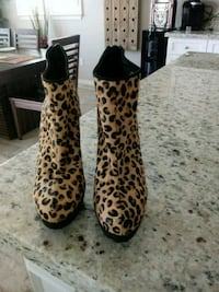 pair of brown-and-black leopard print rain Chino Hills, 91709
