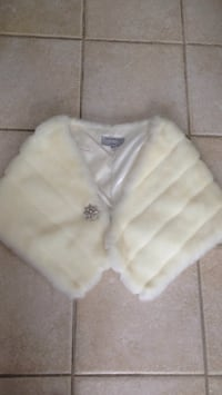 White Fur Belero small Excelant Condition pick up in Laval