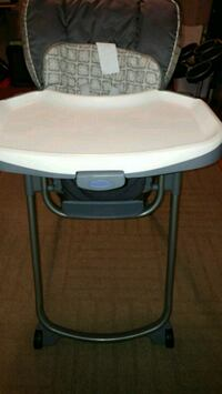 High Chair clean in excellent condition compact for storage Toronto, M1E