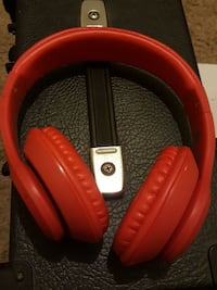 Red Vivitar Headphones. Jacksonville, 32246
