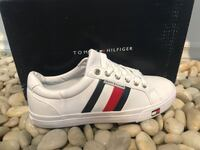 Tommy Hilfiger brand new sneakers! Souliers Neuf Tommy Hilfiger Montréal, H1N