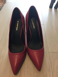 BRAND NEW LE CHATEAU SIZE 7