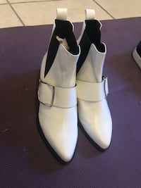 pair of white leather shoes San Jose, 95128