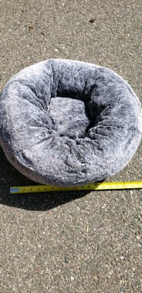"""Small dog or cat bed 18""""..  Minneapolis, 55428"""