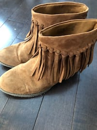 Ladies size 5 youth girl's size 4 suede cowboy boots Mississauga, L5K 1H5