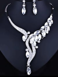 Crystal necklace sets ,scroll down to view more ,and read the ada for more details Brampton, L6Z 0B4