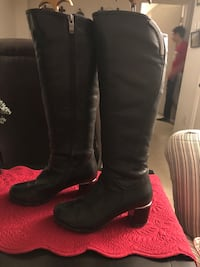 Knee high warm boots. Size 6.5