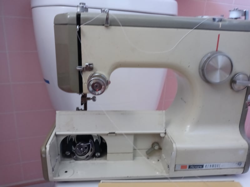 Sears Kenmore Sewing Machine f2a10bb2-3997-40e5-8b7b-b136663f3e4f
