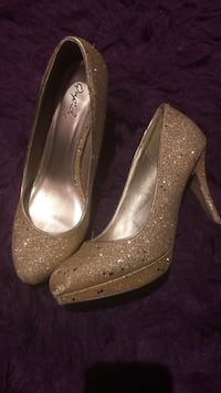 Gold sparkle pumps Toronto, M9R 1Y1