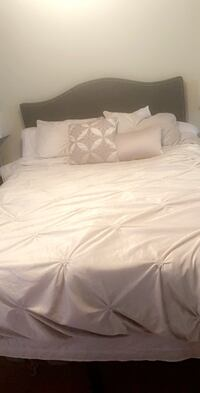 Queen bedspread and pillows