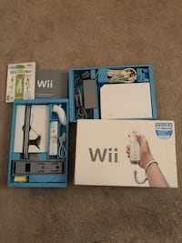 Wii, Wii Fit, 4 Games, 4 Will Controllers 4 Will Controllers Sleeves & 4 Wii Nunchucks 2264 mi