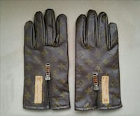pair of monogrammed brown Louis Vuitton gloves Whitchurch-Stouffville, L4A 0R4