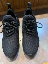 Sneakers size 4 1/2