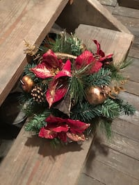 green and red Christmas decorations  Kendallville, 46755